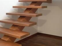 Escada-Com-Viga-Central1-215x287
